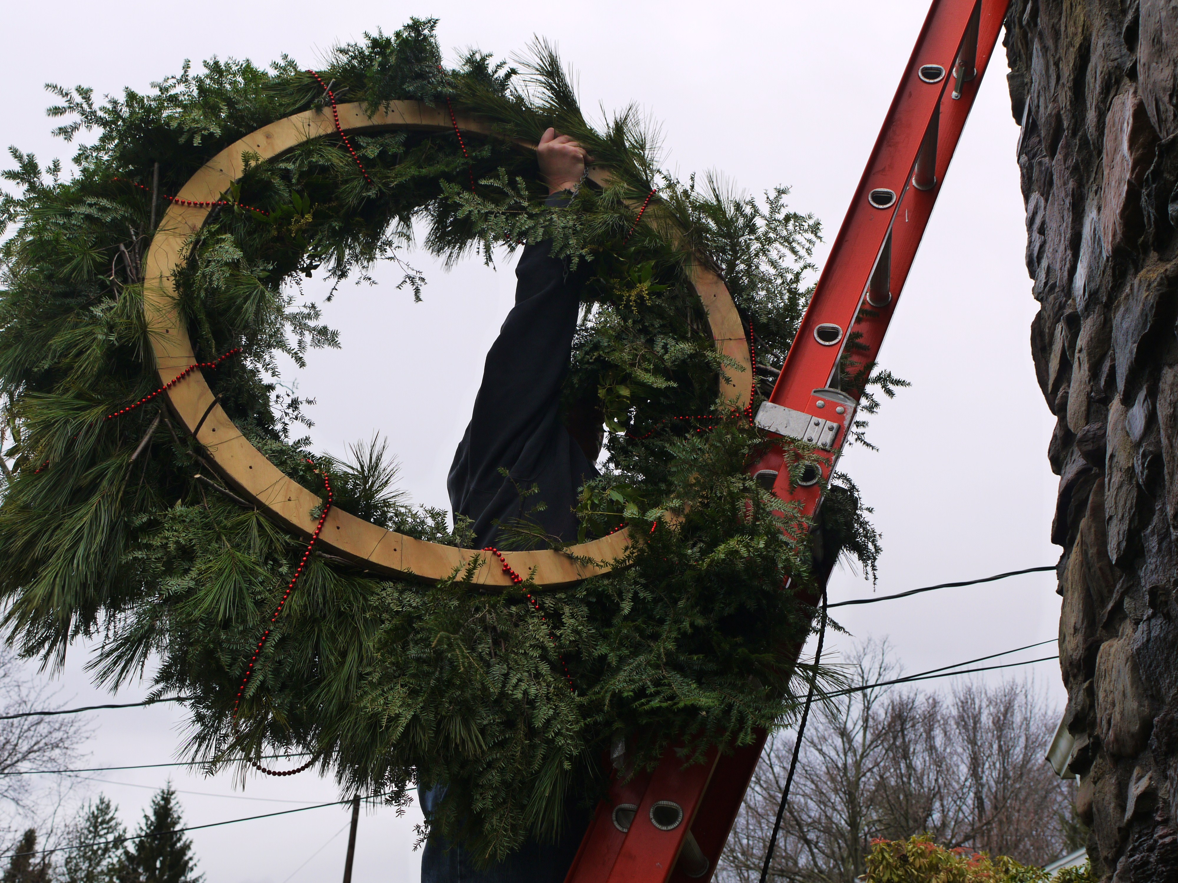 make your own evergreen wreath for christmas